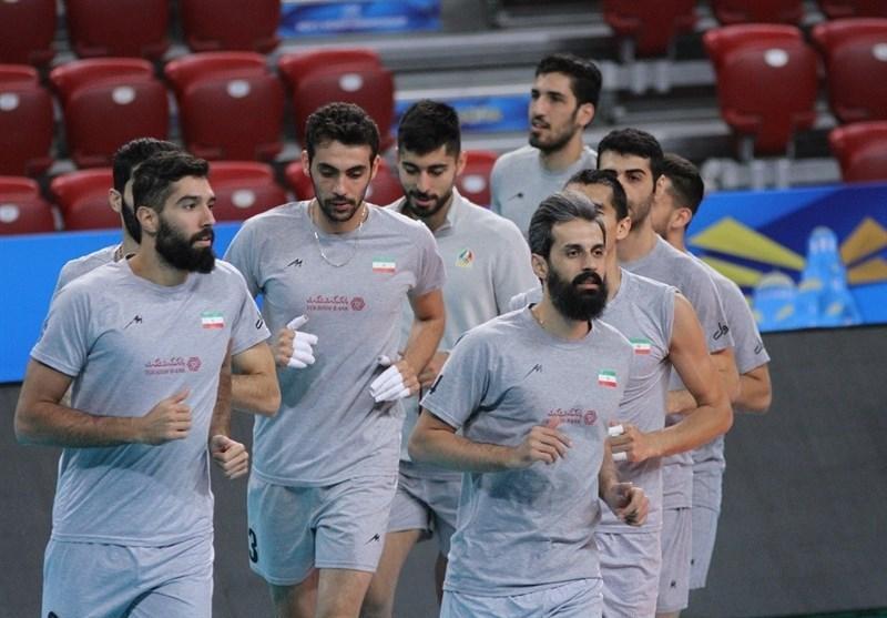 از بلغارستان، بازیکنان در سالن اصلی تمرین کردند
