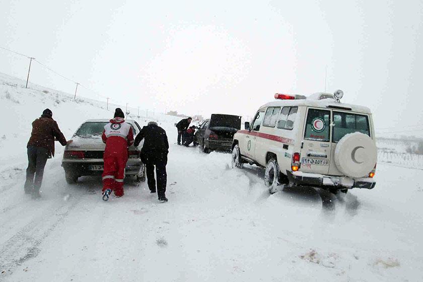 فتحی در مصاحبه با خبرنگاران اطلاع داد 12 استان کشور درگیر برف و کولاک، امدادرسانی به بیش از 2 هزار نفر