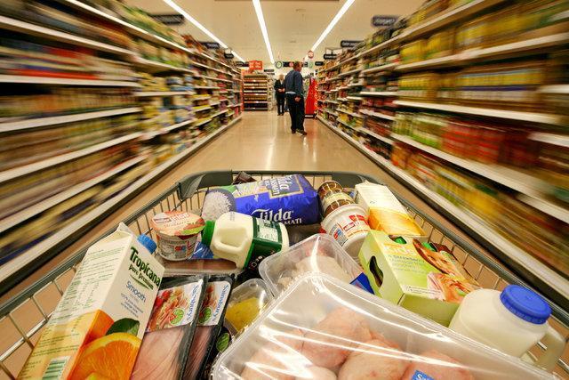ذخیره سازی مواد غذایی توسط برخی خانوارها