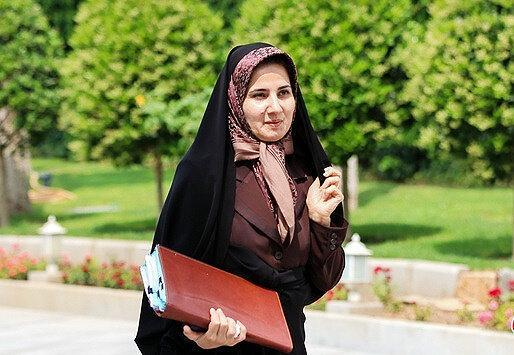 معاون حقوقی روحانی: ورود خانم ها به ورزشگاه منع قانونی ندارد