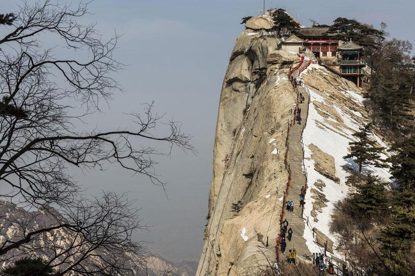 کوه های هوآشان چین، خطرناکترین راستا پیاده روی جهان