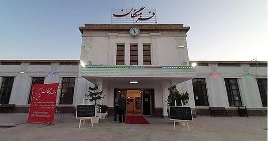 ایستگاه تاریخی راه آهن زنجان کتابفروشی شد ، گذر کتاب ها به راه آهن افتاد