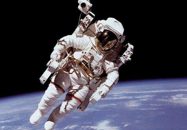 هر یک ساعت راهپیمایی فضایی، معادل چهار ساعت کار سخت روی زمین است