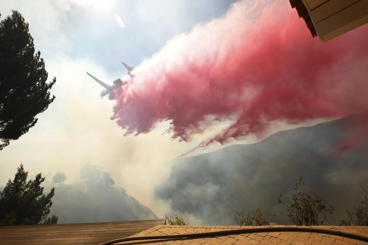 آتش سوزی کالیفرنیای آمریکا: هزاران نفر آواره، یک میلیون نفر در خاموشی (