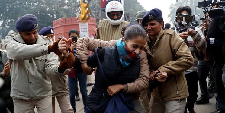 پلیس دهلی نو ده ها معترض به لایحه جنجالی شهروندی را بازداشت کرد