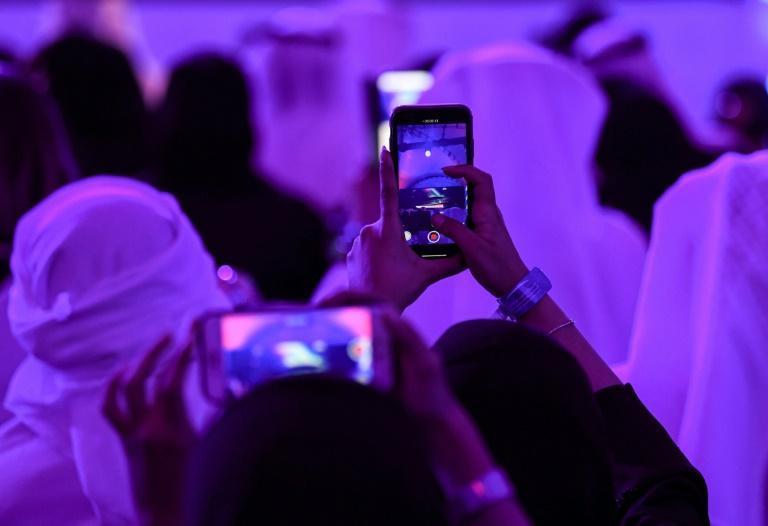 محدودیت های اینترنتی امارات در تماس صوتی، کاربران مجبور به استفاده از vpn هستند