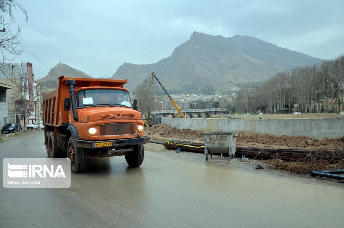 خبرنگاران جاده الشتر به فیروزآباد مسدود شد
