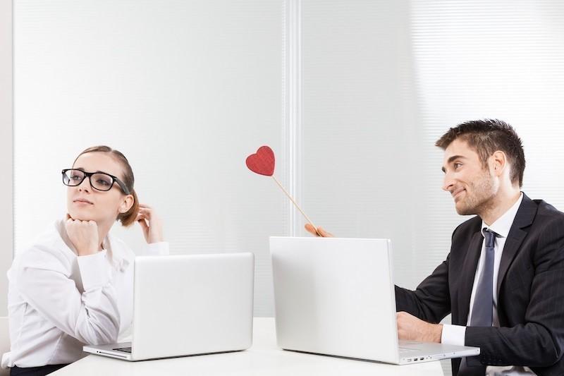 روابط عاطفی در محیط کار را چگونه مدیریت کنیم؟