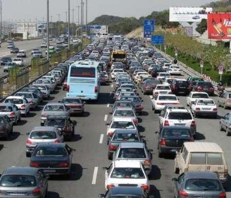 تردد در محور های مواصلاتی استان تهران سنگین و نیمه سنگین است