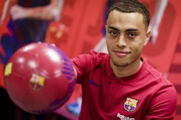 بارسلونا بازیکن خرید