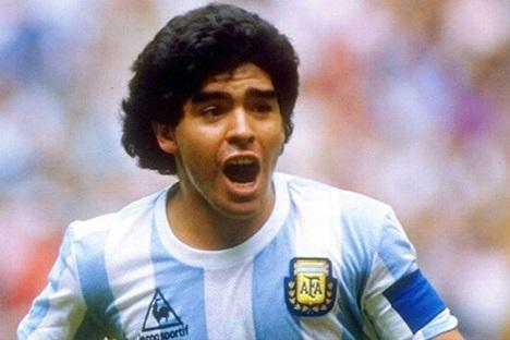 مرگ مارادونا ، دربارۀ پسری که فوتبالیست نبود، خودِ فوتبال بود