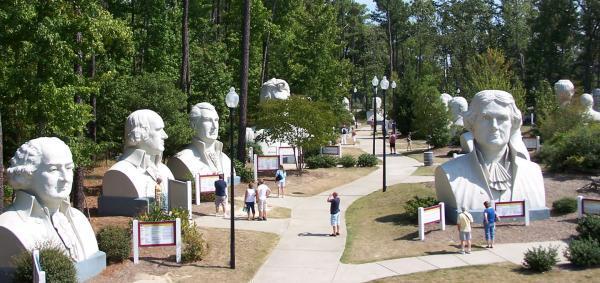 سفر به آمریکا: مجسمه های نیم تنه غول پیکر متروک در پارک رئیس جمهورها