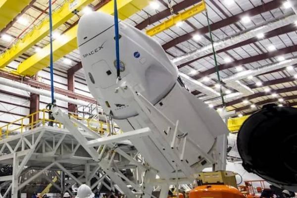 کرو دراگون این هفته راهی ایستگاه فضایی می شود ، اولین پرتاب سرنشین دار موشک فالکون