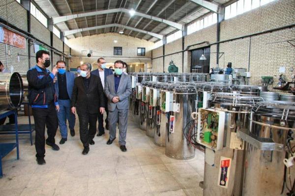 خبرنگاران استاندار قزوین از چند واحد تولیدی در شهرک صنعتی لیا بازدید کرد