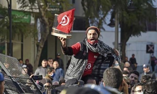 تظاهرات مجدد تونسی ها برای روشن شدن ابهامات مرگ یک جوان معترض
